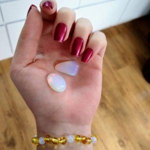 Pulseira de âmbar adulto barroco mel polido com opalina