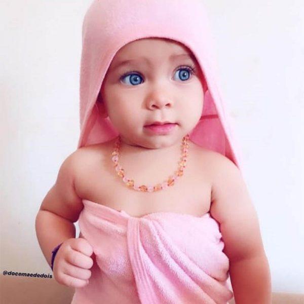 Colar de âmbar bebê barroco premium limão e quartzo rosa polido - 33 cm
